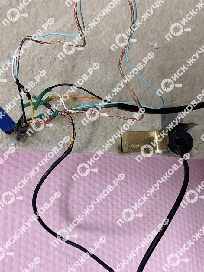 Скрытая камера и микрофон на потолке